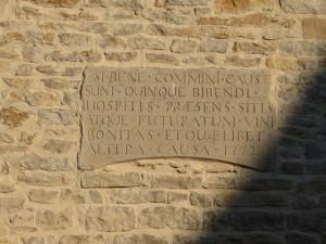 Inscription gravée sur la façade de la Cuverie